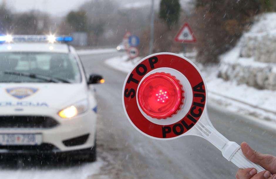 Od danas je obavezna upotreba zimske opreme: Povećali kazne