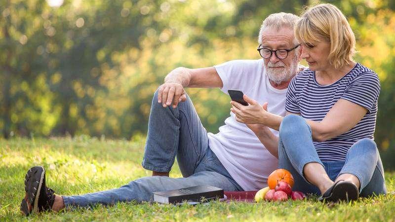 Stiže program za edukaciju starijih o tehnologiji: Čak 90% njih želi koristiti video pozive